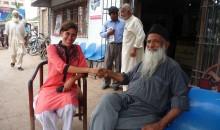 La réalisatrice avec Mister Edhi